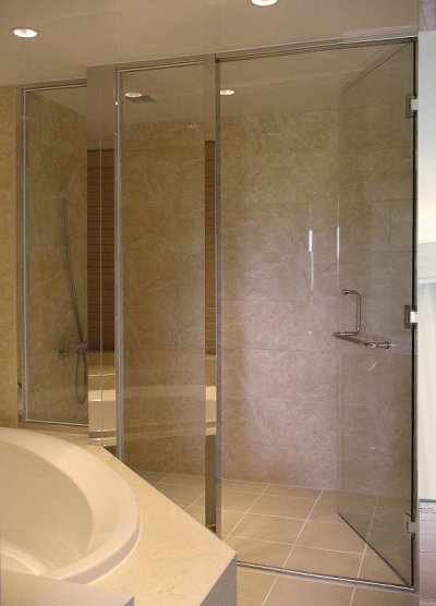 画像3: 【特別企画第2弾】L型ハンドル付き浴室ガラスドアセット