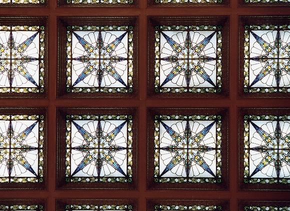 国会議事堂にあるステンドグラス中央広間(天井)