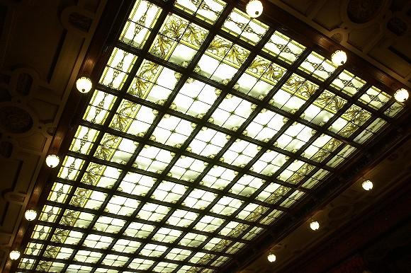 国会議事堂にあるステンドグラス議場(天井)