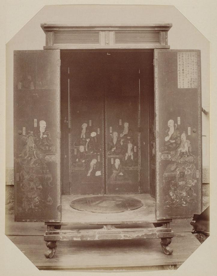 木造弥勒菩薩半跏像を収める厨子の観音開き扉(興福寺)