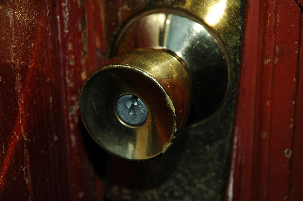 (中央に鍵穴のある)タイプ「ドアノブ (doorknob)」