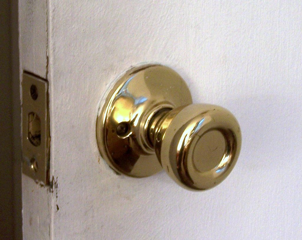 「ドアノブ (doorknob)」