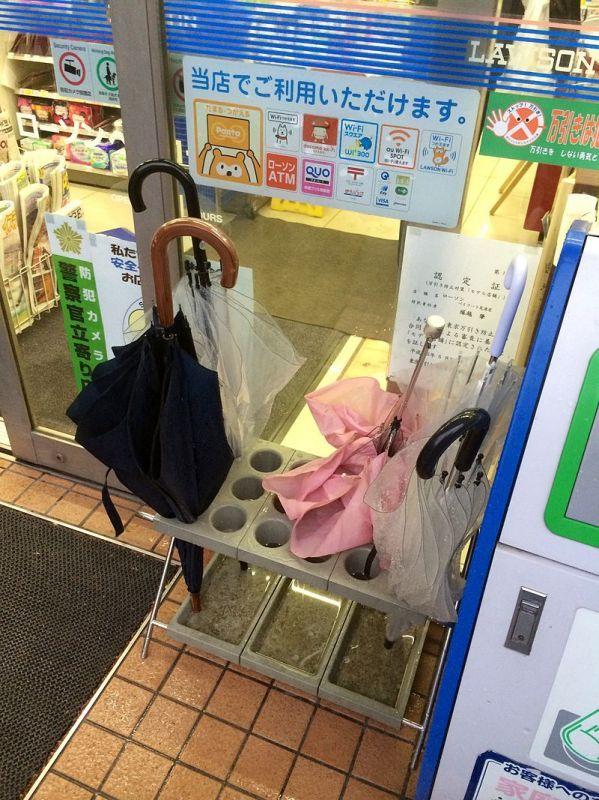 店先にある傘立て