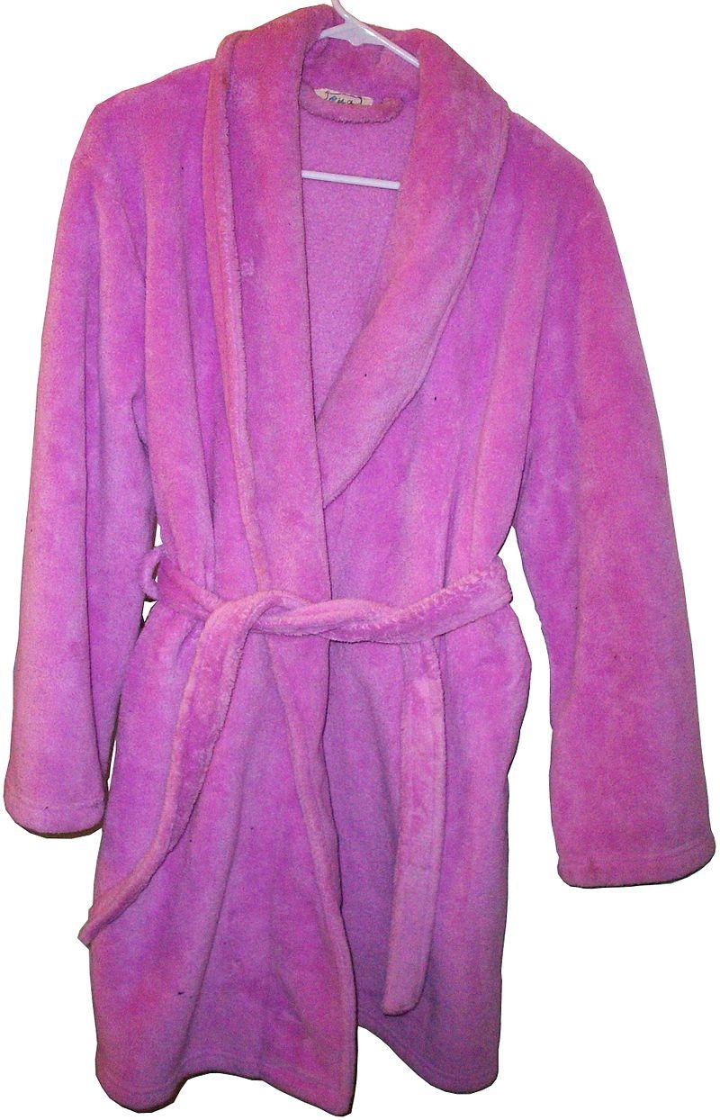 ピンク色のバスローブ