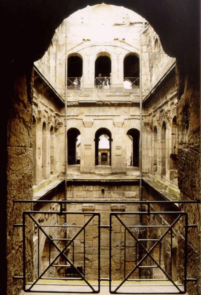 現在のポルタ・ニグラの教会時代の身廊跡