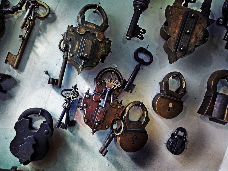 オスマン時代風の手作りの南京錠(トルコ)