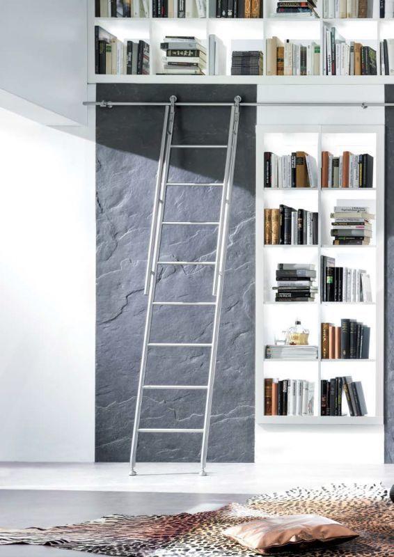 吊元伸縮梯子の設置例