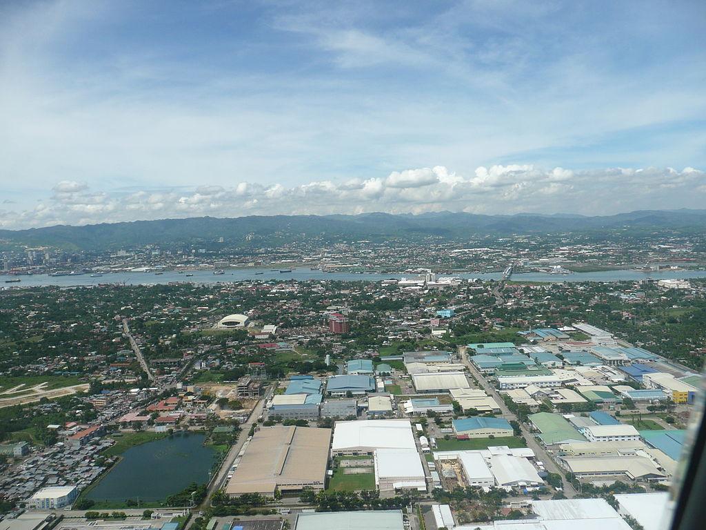 上空から見たマクタン島(ラプ=ラプ市)