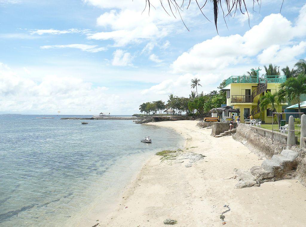 マクタン島のビーチ