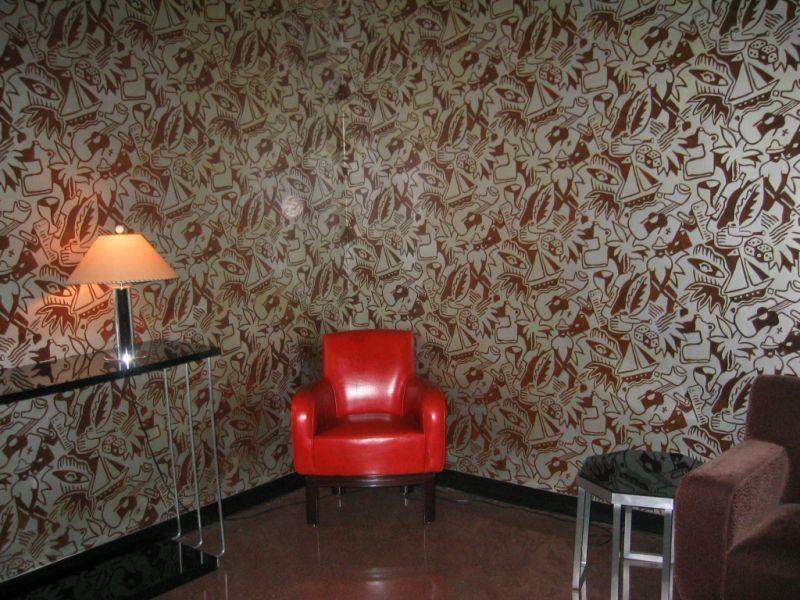 壁紙の貼られた部屋