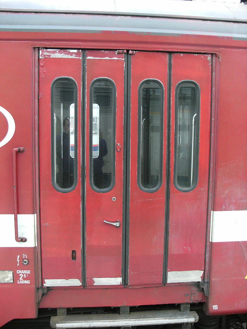 ベルギーの列車のドア