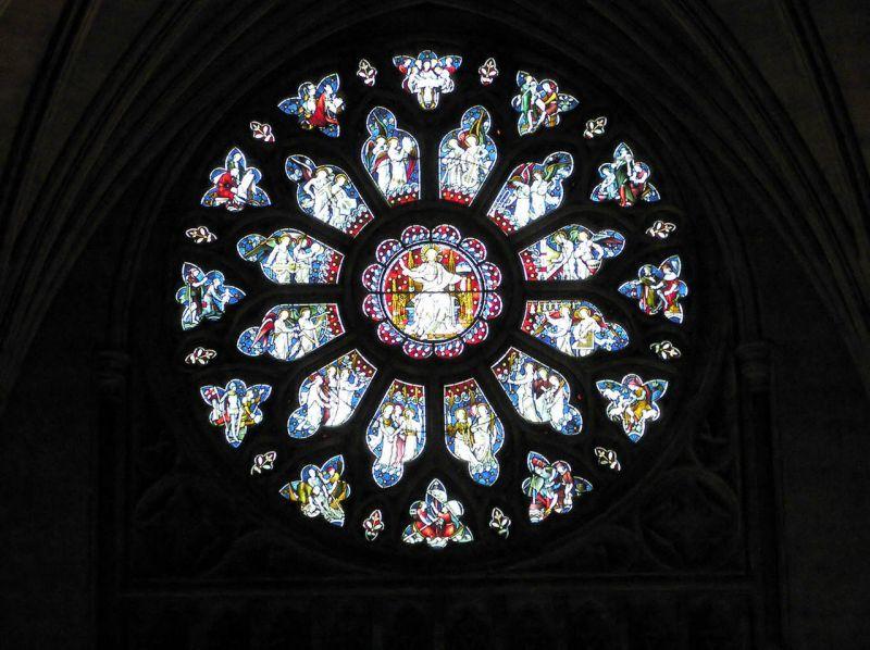 イギリスのブリストル大聖堂のバラ窓(身廊の西端)