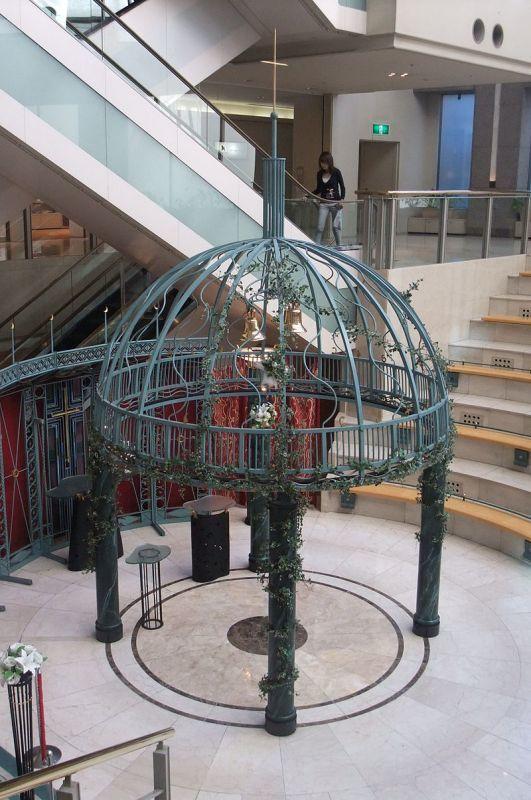 ホテルニューオータニ・ガーデンコートのアトリウムチャペル