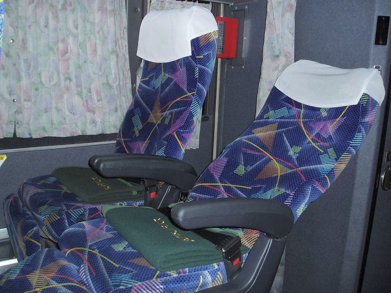 夜行高速バスのリクライニングシート(西日本JRバス 744-2991)