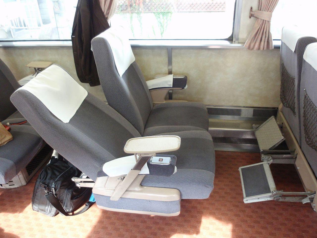 鉄道車両のリクライニングシート(国鉄キハ181系気動車キロ180形)
