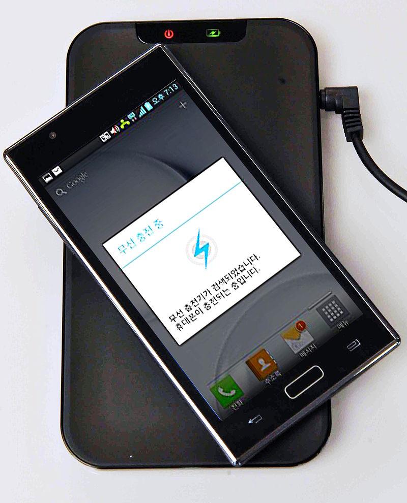 スマートフォンとその充電台
