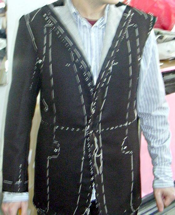 仕立て中のジャケット(仮縫いの試着)