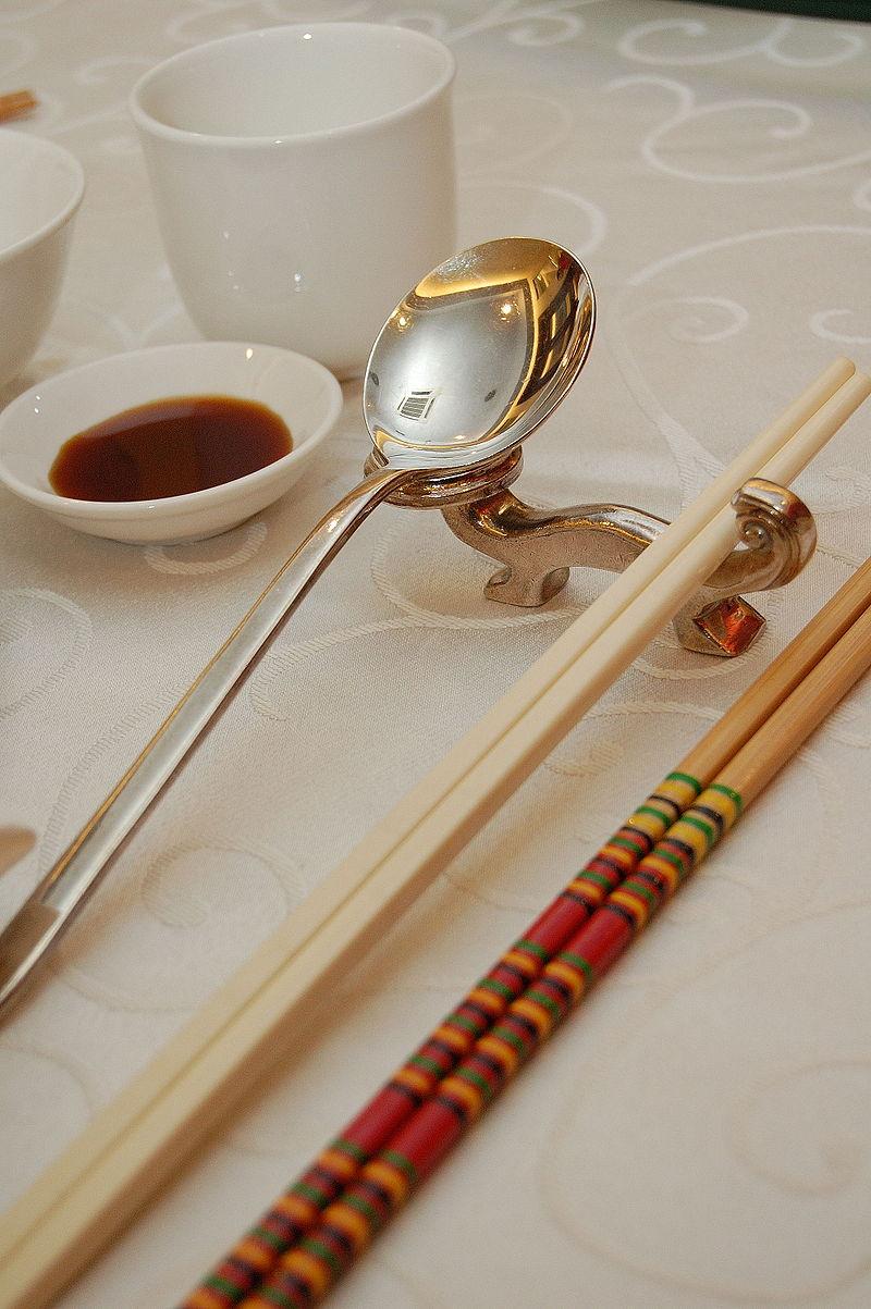 匙箸置き(クアラルンプール[マレーシア]の中華料理ビュッフェ)