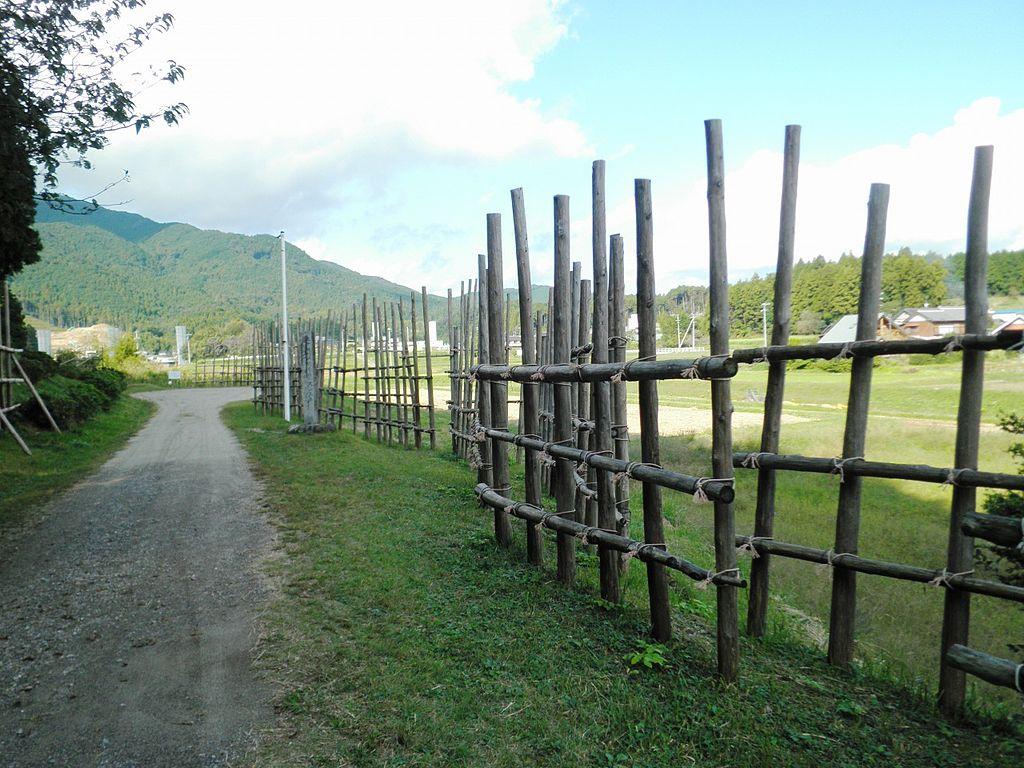 現地に再現された馬防柵