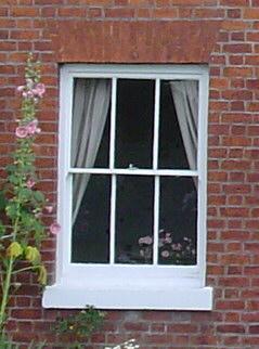 窓(部屋の外から)