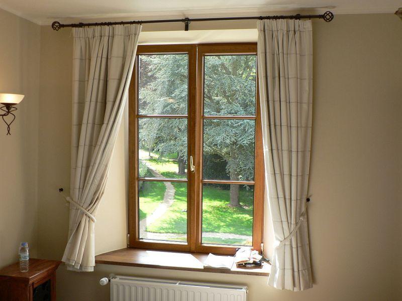 窓(部屋の中から)