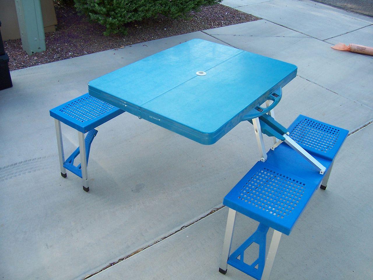 椅子付きテーブル
