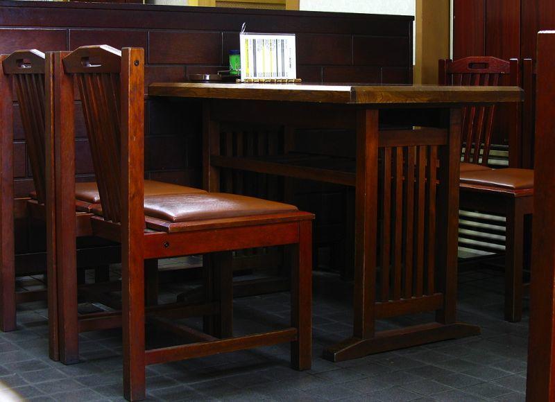 蕎麦屋のテーブル