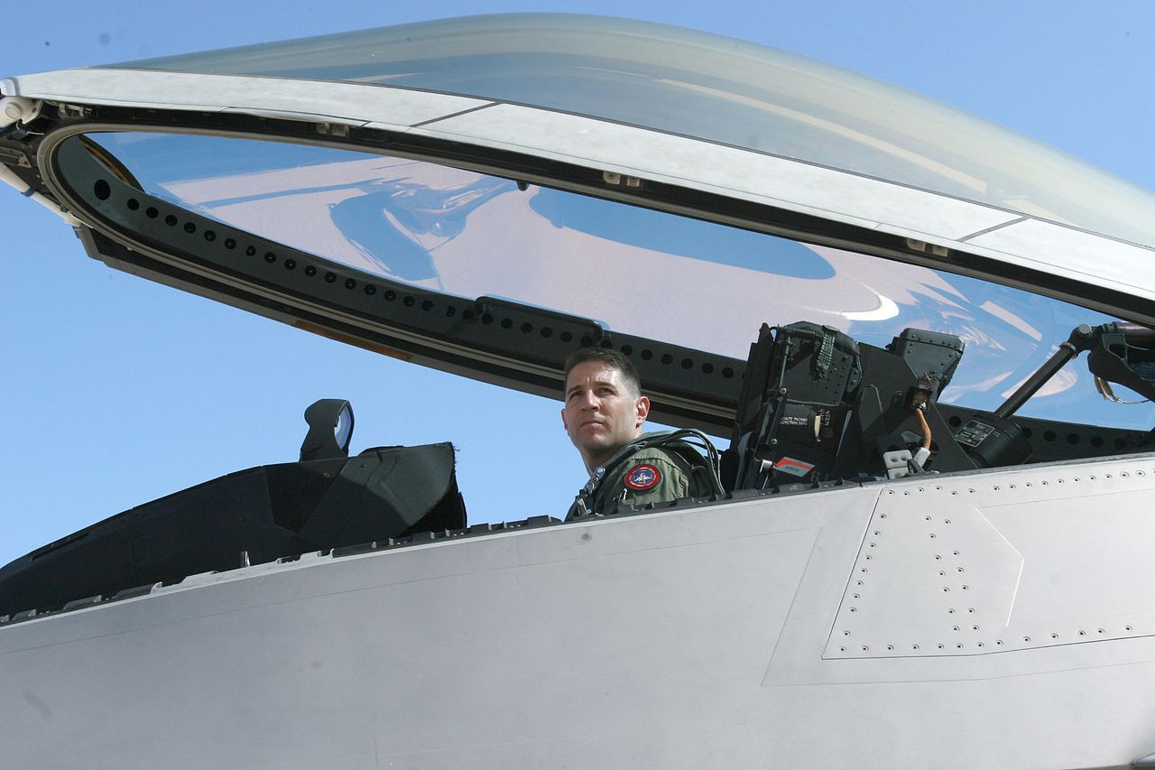 軍用機「F-22」のコックピットの天蓋