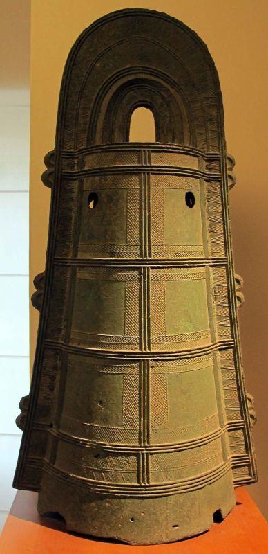 袈裟襷文銅鐸(静岡県出土、パリのギメ美術館蔵)