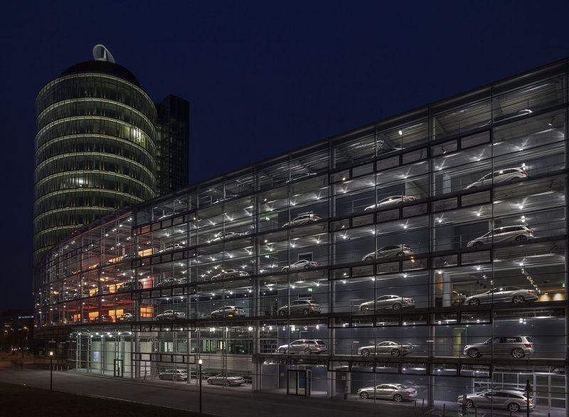 ミュンヘンの自動車(メルセデス・ベンツ)のショールーム