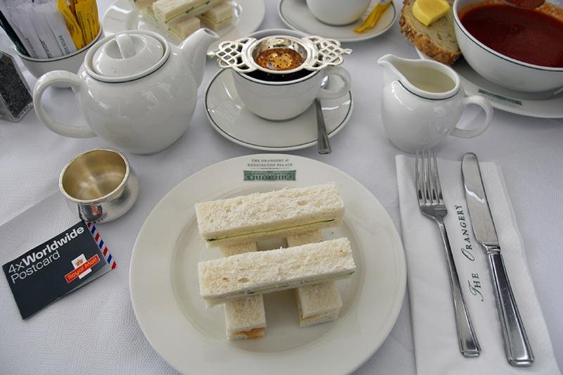 キュウリサンドイッチと紅茶