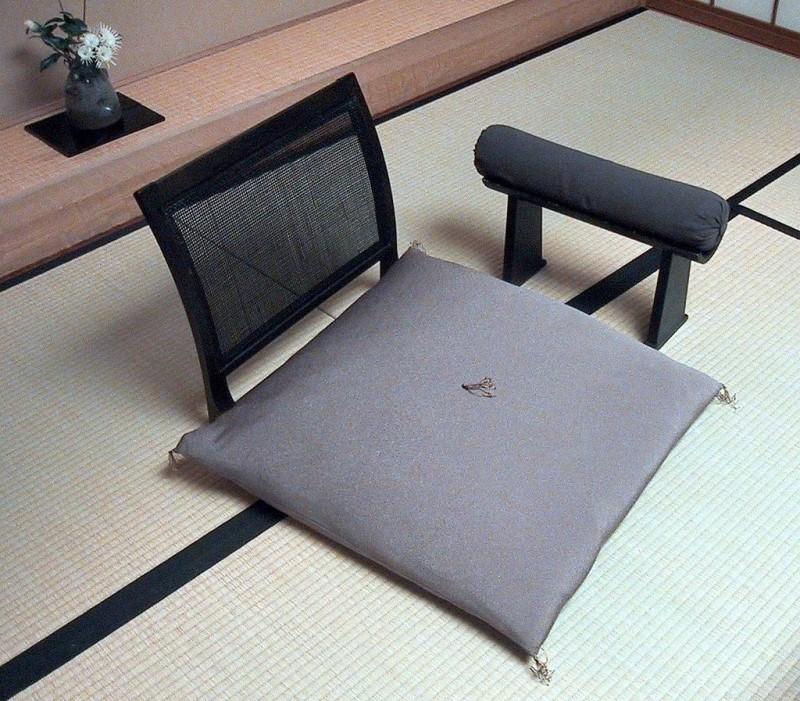 座椅子と座布団と脇息