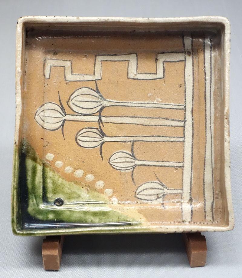 織部脚付角鉢(東京国立博物館)