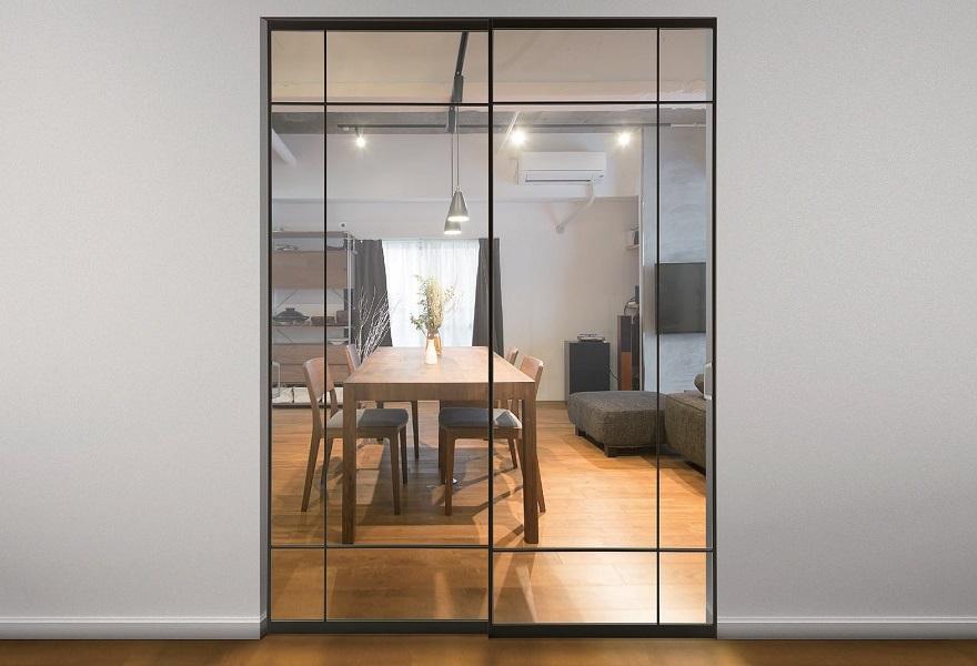 「アルミ枠ガラス引戸『住楽(じゅら)』」ガラス+両面鉄9mm角変形格子